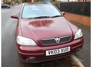 Vauxhall Astra 2.2 Elegance 2003 Automatic 57,000 miles 16 service stamps March MOT