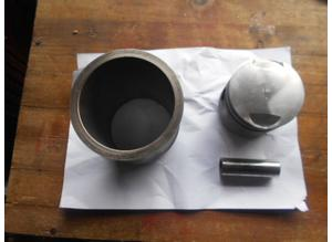 Piston and liner for Alfa Romeo Montreal