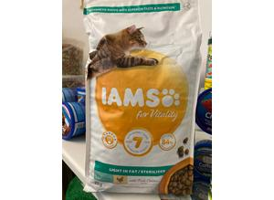 IAMS 2KG light in Fat Cat 1+ Food
