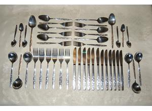 Viners 'Satin Leaf' Silver Plated Cutlery for 6, 44 pcs New in Wrapping, Canteen Box if Required.