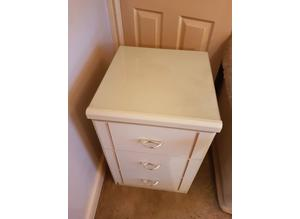 2 x Cream 3 drawer bedside locker with glass on top