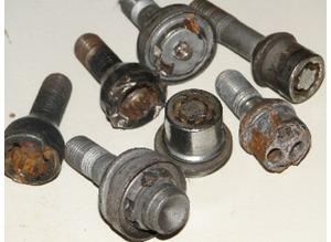 Locking wheelnut removal service