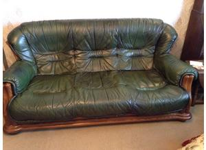 Good quality leather and oak framed suite