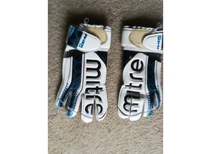 Pair Of Sports Gloves Size 6 S/M