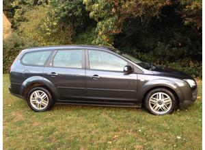 FORD FOCUS 1.6 GHIA AUTOMATIC ESTATE YEARS MOT DRIVES VERY WELL ALLOY WHEELS AIR CON CD CHEAP CAR
