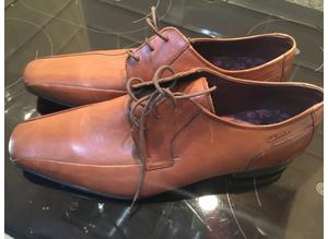 Clarke's leather lace up shoes - new